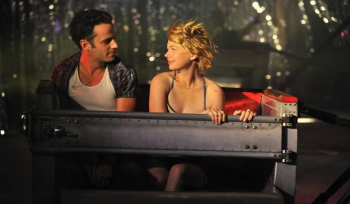 Luke Kirby (Daniel) en Michelle Williams (Margot)