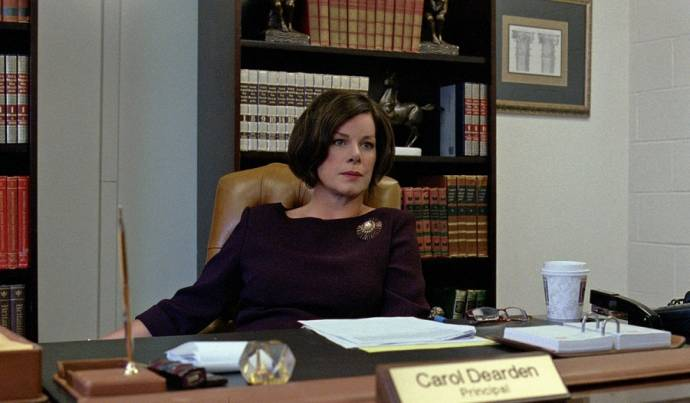 Marcia Gay Harden (Principal Carol Dearden)