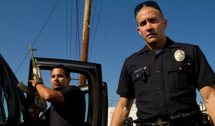 Michael Peña (Officer Zavala) en Jake Gyllenhaal (Officer Taylor)