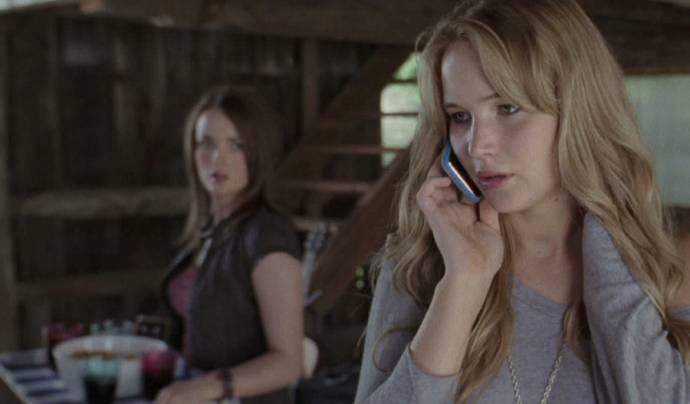 Jennifer Lawrence (Elissa) en Elisabeth Shue (Sarah)