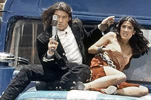 Antonio Banderas (El Mariachi) en Salma Hayek (Carolina)