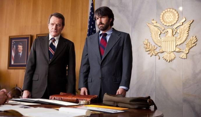 Bryan Cranston (Jack O'Donnell) en Ben Affleck (Tony Mendez)