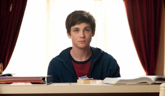 Logan Lerman (Charlie)