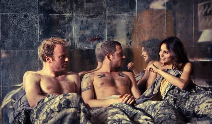 Mark Waschke (Eduard), Teun Luijkx (Richard) en Verónica Echegui (Edurne)