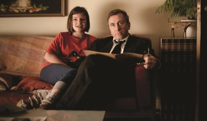 Eloise Laurence (Skunk) en Tim Roth (Archie)