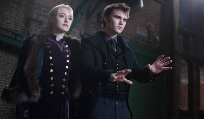 Dakota Fanning (Jane) en Cameron Bright (Alec)