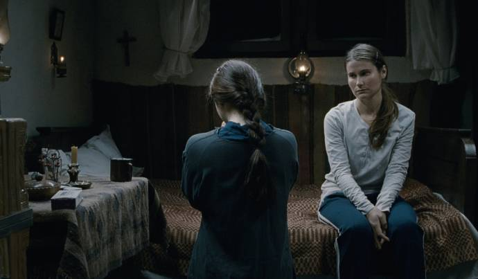 Cosmina Stratan (Voichita) en Cristina Flutur (Alina)