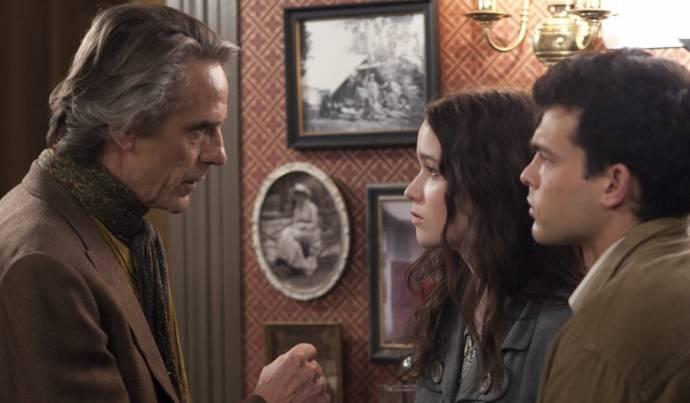 Alice Englert (Lena Duchannes) en Alden Ehrenreich (Ethan Wate)