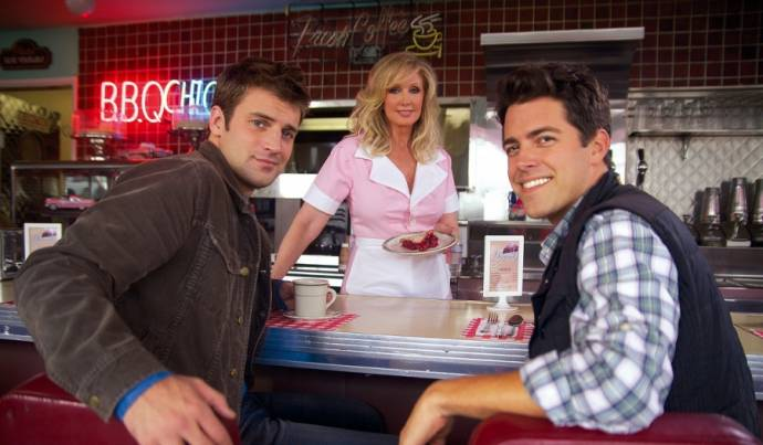 Houston Rhines (Marshall), Morgan Fairchild (Venus) en Noah Schuffman (Gabe)