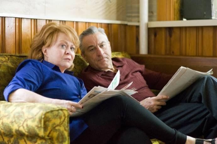 Jacki Weaver (Dolores) en Robert De Niro (Pat Sr.)