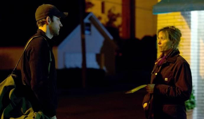 John Krasinski (Dustin Noble) en Frances McDormand (Sue Thomason)