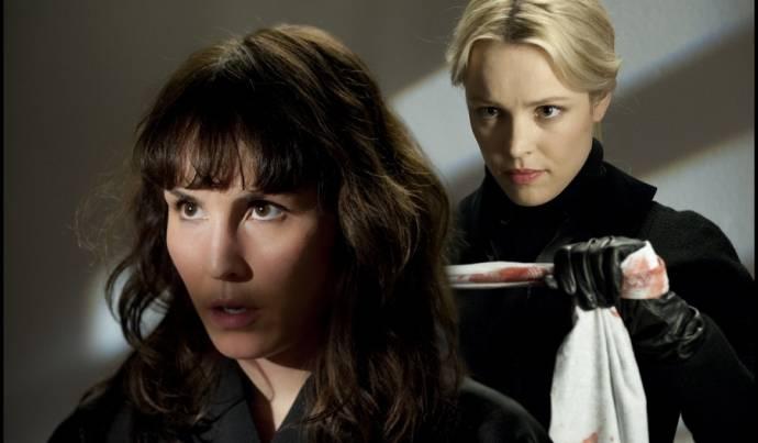 Noomi Rapace (Isabelle James) en Rachel McAdams (Christine)