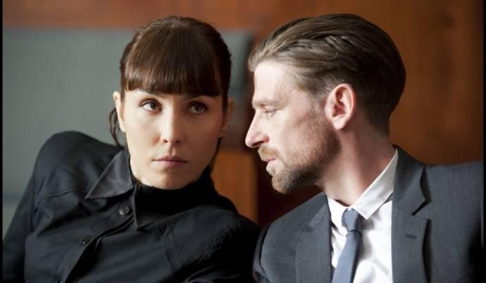 Paul Anderson en Noomi Rapace (Isabelle James)