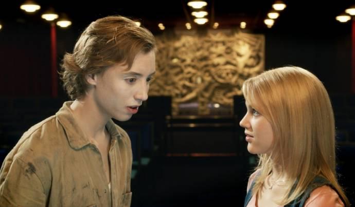 Nils Verkooijen (Bobby) en Hanna Obbeek (Sanne)
