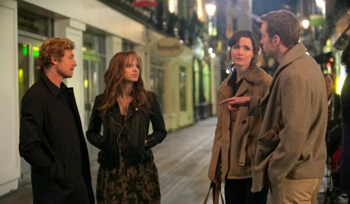Simon Baker, Anna Faris (Chloe), Rose Byrne (Nat) en Rafe Spall (Josh)