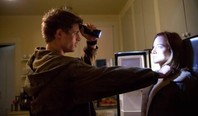 Max Irons (Jared Howe) en Saoirse Ronan (Melanie Stryder)