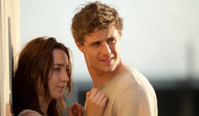 Saoirse Ronan (Melanie Stryder) en Max Irons (Jared Howe)