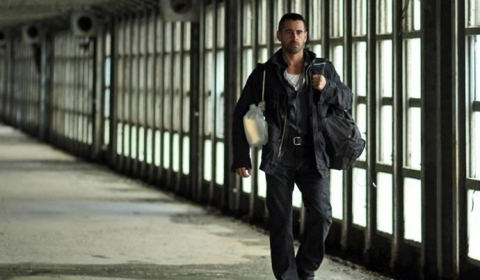 Colin Farrell (Victor)