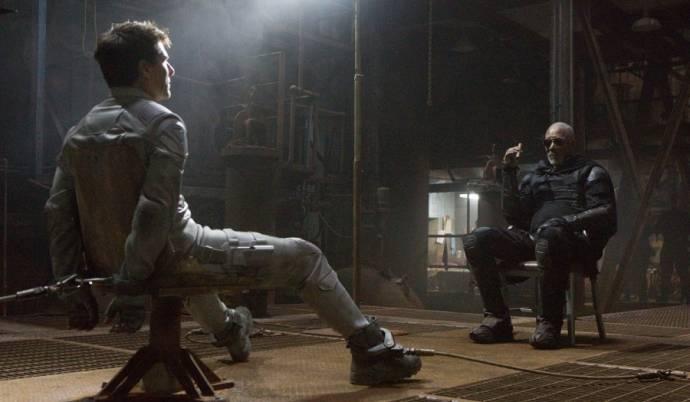 Tom Cruise (Jack Harper) en Morgan Freeman (Malcolm Beech)
