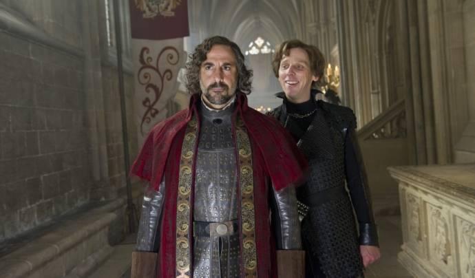 Ewen Bremner en Stanley Tucci (Lord Roderick)