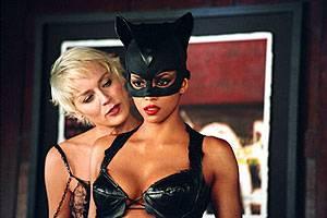 Halle Berry (Patience Phillips/Catwoman) en Sharon Stone (Laurel Hedare)