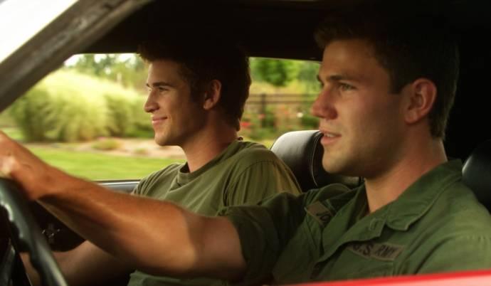 Austin Stowell en Liam Hemsworth