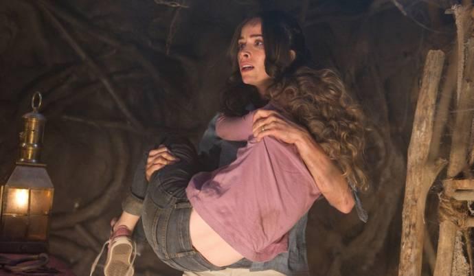 Abigail Spencer (Lisa Wyrick) en Emily Alyn Lind (Heidi)