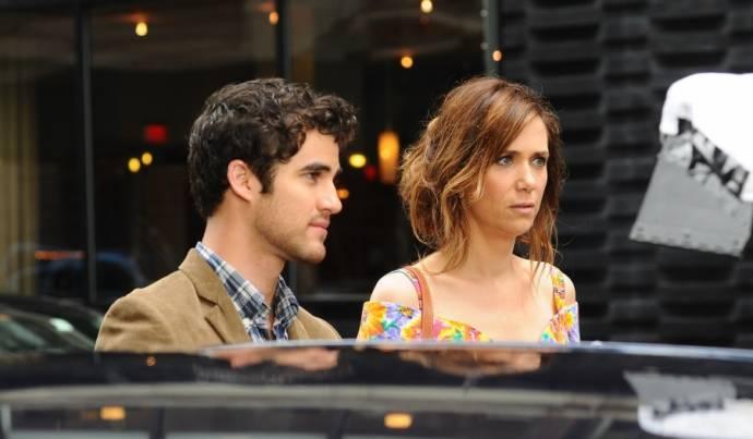 Darren Criss (Lee) en Kristen Wiig (Imogene)