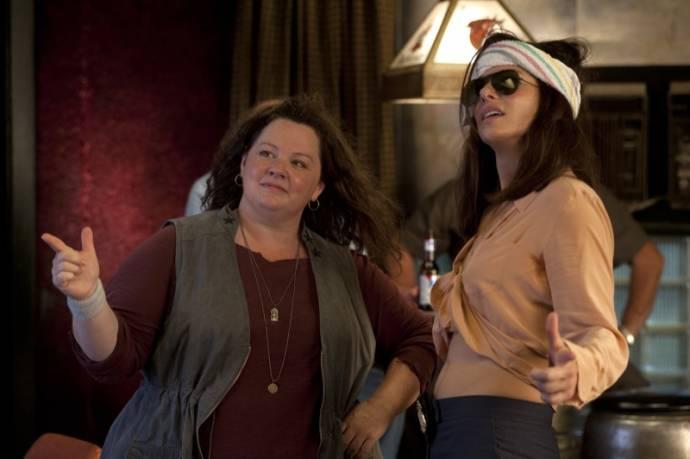 Melissa McCarthy (Mullins) en Sandra Bullock (Ashburn)