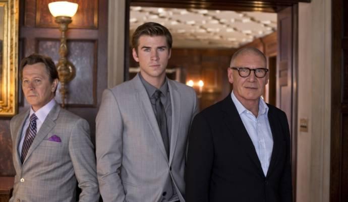 Gary Oldman (Nicholas Wyatt), Liam Hemsworth (Adam Cassidy) en Harrison Ford (Jock Goddard)