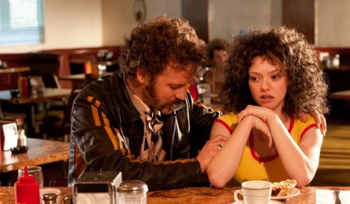 Peter Sarsgaard (Chuck Traynor) en Amanda Seyfried (Linda Lovelace)