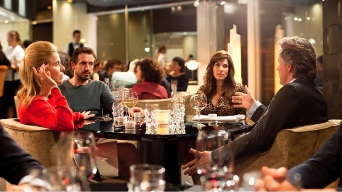 Thekla Reuten (Claire), Jacob Derwig (Paul), Kim van Kooten (Babette) en Daan Schuurmans (Serge) in Ladies night: Het Diner