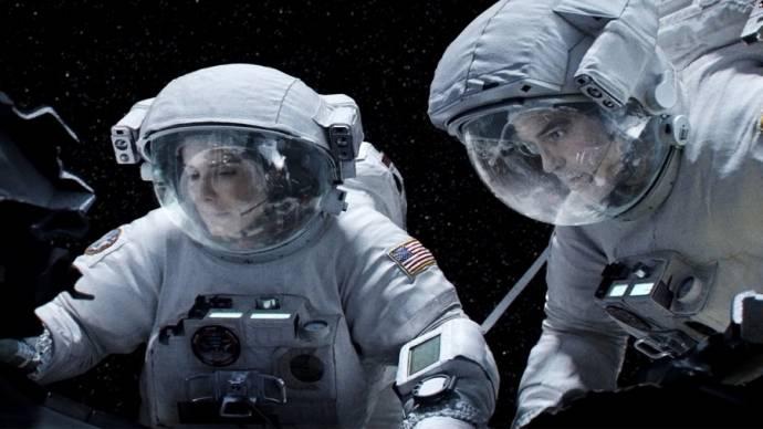 Sandra Bullock (Dr. Ryan Stone) en George Clooney (Matt Kowalsky)
