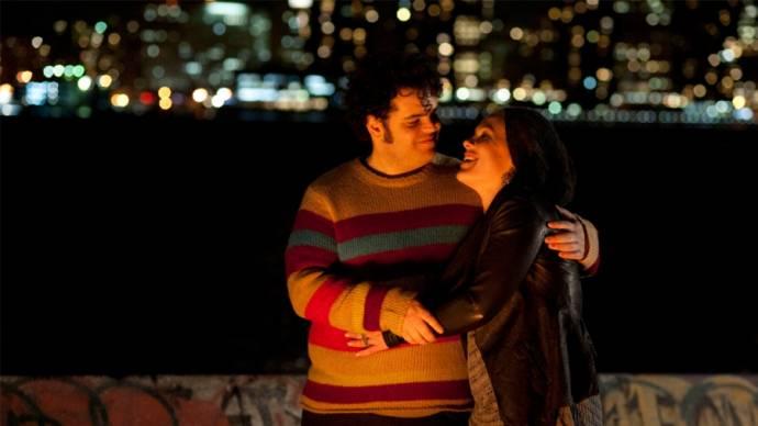 Josh Gad (Neil) en Alecia Moore (Dede)