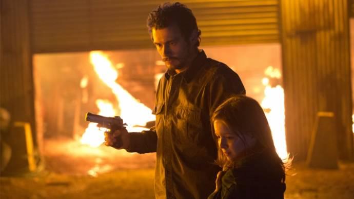 James Franco (Gator) en Izabela Vidovic
