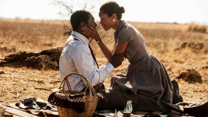 Idris Elba (Nelson Mandela) en Naomie Harris (Winnie Mandela)