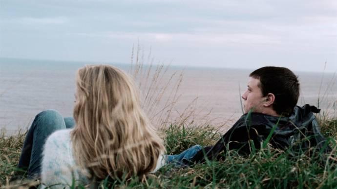 Kate Dickie (Cathy) en George MacKay (Aaron)
