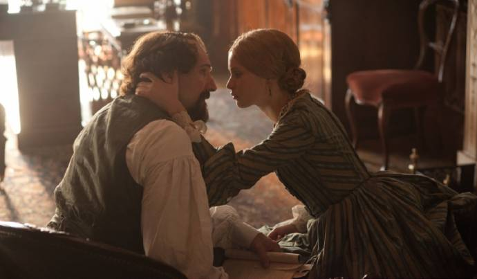Ralph Fiennes (Charles Dickens) en Felicity Jones (Nelly)