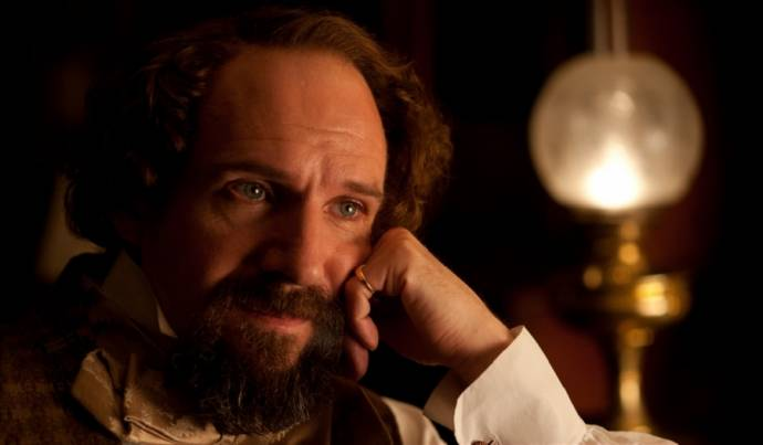 Ralph Fiennes (Charles Dickens)