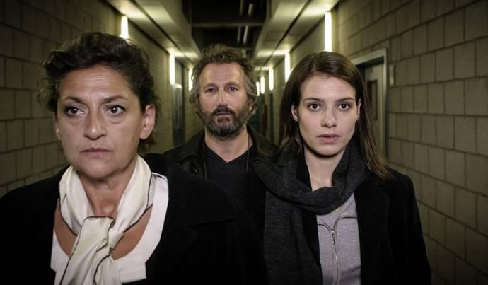 Annet Malherbe (Ernestine Johansson), Marcel Musters (Rechercheur Henk Bos) en Sallie Harmsen (Judith Jansen)