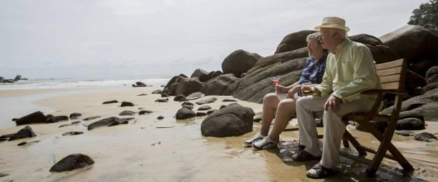 100-jarige man die uit het raam klom en verdween