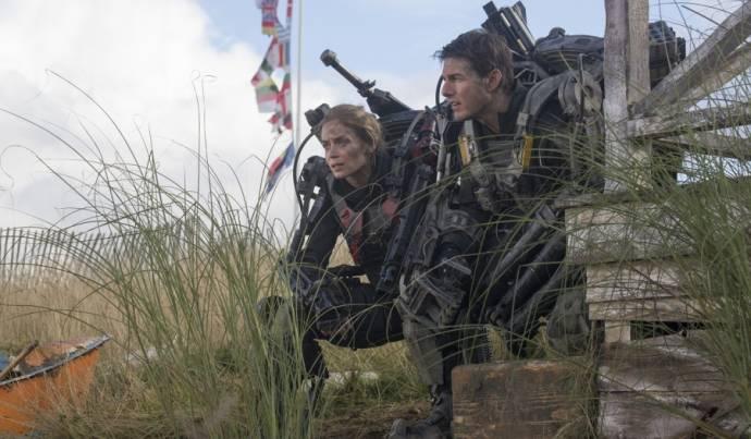 Emily Blunt (Rita Vrataski) en Tom Cruise (Lt. Col. Bill Cage)