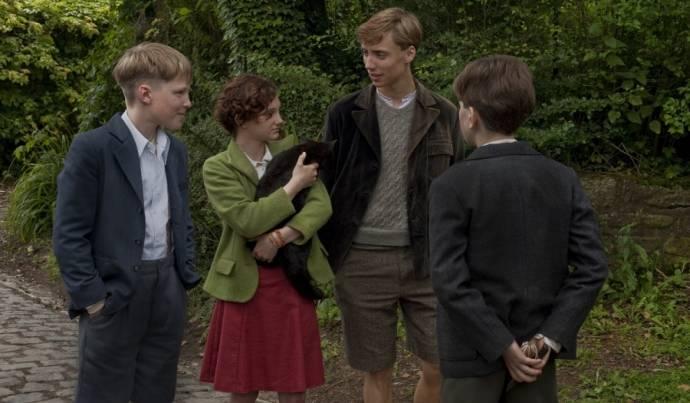 Joes Brauers (Lambert), Pippa Allen (Maartje), Nils Verkooijen (Leo) en Maas Bronkhuyzen (Tuur)