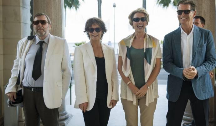 Timothy Spall (Jerry), Celia Imrie (Penelope), Emma Thompson (Kate) en Pierce Brosnan (Richard)