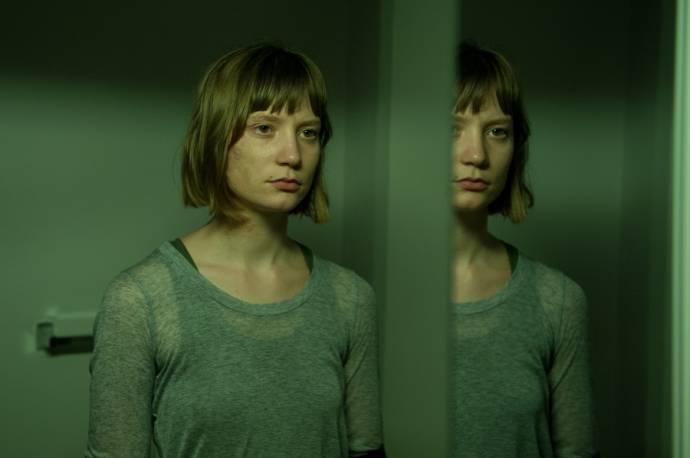 Mia Wasikowska (Agatha Weiss)