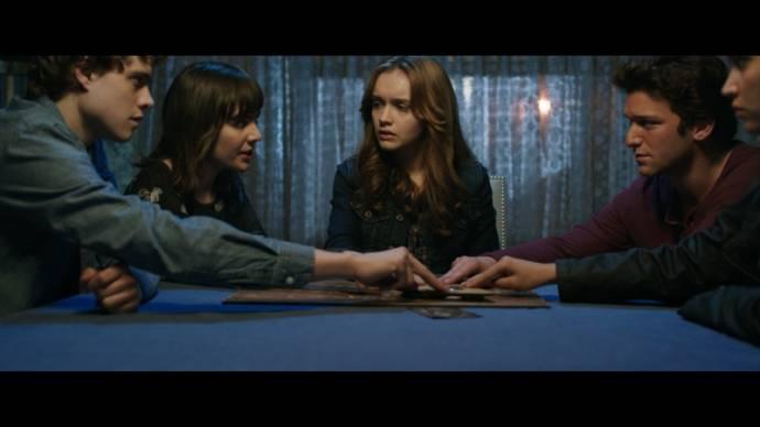 Ana Coto (Sarah Morris), Olivia Cooke (Elaine Morris) en Daren Kagasoff (Trevor)