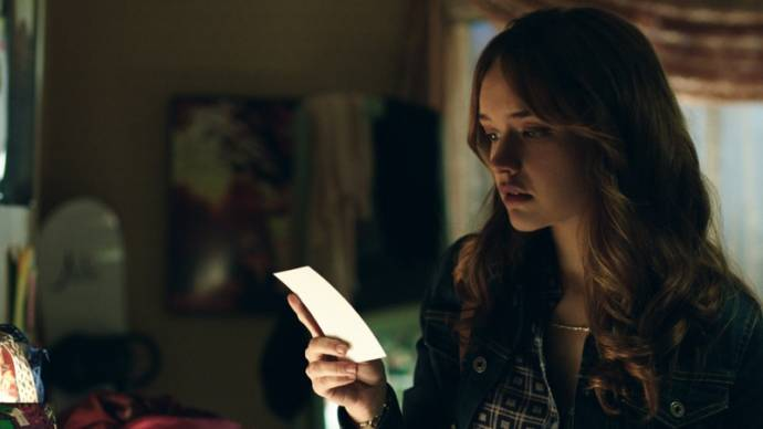 Olivia Cooke (Elaine Morris)