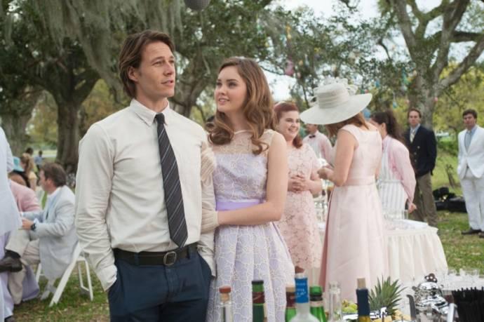 Luke Bracey (Younger Dawson) en Liana Liberato (Young Amanda)
