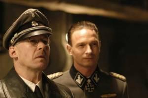 Heinrich Himmler (Ulrich Noeten) en Hermann Fegelein (Thomas Kretschmann)