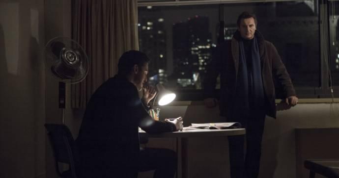 Maurice Compte (Ortiz) en Liam Neeson (Matt Scudder)
